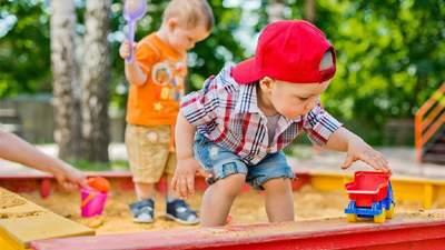 Какая опасность подстерегает детей в песочнице