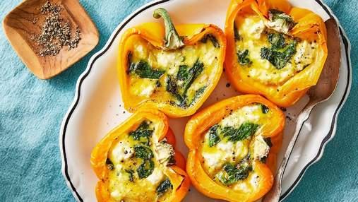 Фарширований перець з яйцями та сиром: смачний сніданок і лише 180 калорій