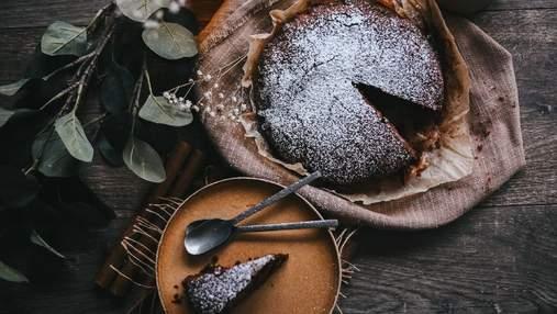 Шоколадно-вишневый пирог: сладкий десерт и никаких лишних калорий